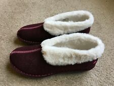 Clarks Women's Cloudsteppers Step Flow Low Slippers Size 8 Maroon, faux fir trim