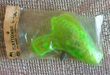 VINTAGE GREEN PLASTIC TOY RAY GUN FRICTION SPARKER 1970s LAZER LASER IN PACKAGE