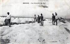 CPA 13 BERRE LA RECOLTE DU SEL (PAS COURANTE