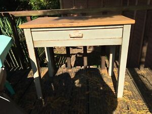 Pretty Little French Style Table