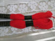 Matassine e fili da ricamo rosso