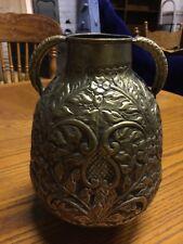 Ancien en métal décoré 2 Handled Jug