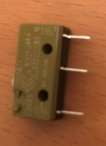 saia xcg8-z1 snap action microswitch 5A 240v ac SPDT PCB mount plunger