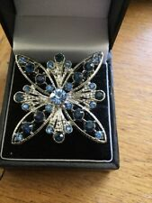 / Pin on White Metal Vintage Faceted Blue Glass Stones Brooch