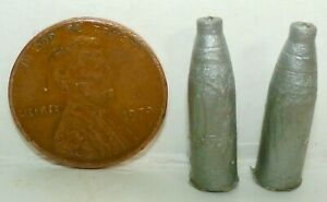 VINTAGE BRITAINS SET OF 2 PLASTIC EJECTING ARTILLERY SHELLS FOR 155mm FIELD GUN