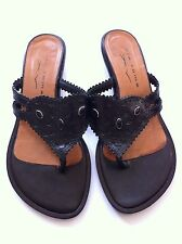 Sandals. Vintage Flat Thong In Beautiful Black Leather. Wonderful Condition.