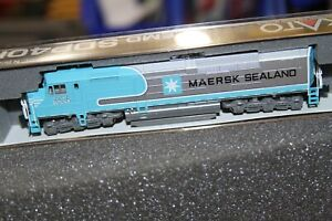 KATO 1769241 N Scale EMD SDP40F BNSF Maersk Locomotive #6976 DC 176-9241