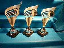 3 Pokale  ca. 34 cm hoch  Kunststoff Sockel 10 x 10 cm, wahescheinlich Trawertyn