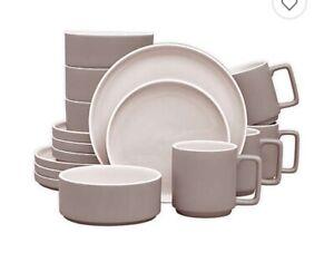 Noritake ColorTrio Stax #4395 16 Pieces Dining Set Clay Color
