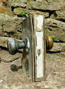 VINTAGE BRASS DOOR KNOBS WITH BOX LOCK HARDWARE TWO KEY HOLE ESCUTCHEONS