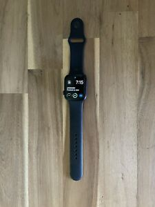 Apple Watch Series 4 44 mm Space Grey Aluminum Case (GPS +Cell)