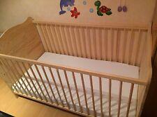 Kinderbett Gitterbett 140x70 mit Lattenrost und Matratze.