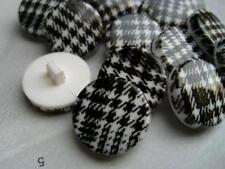 5pcs SHINY BLACK & WHITE TARTAN SOLID PLASTIC BUTTONS 20mm-B156