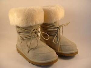 UGG AUSTRALIA KIDS DEME BOOTS LIGHT SAND SIZE 13 AUTHENTIC NIB FREE SHIP IN U.S.