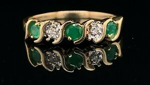 Estate 10K Yellow Gold, Diamond & Emerald Stackable Size 7 Ring! 45