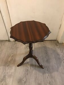 Beautiful Vintage Small Occasional Octagonal Tripod Table Side Table Wine Table