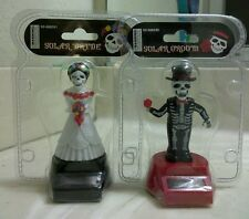 SOLAR POWER DANCING BRIDE & GROOM (with red rose in hand)...(●_●).(●_●).(●_●)..