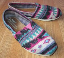 Toms Knitted Seasonal pink turquoise and black print size 6.5 women
