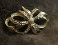 Gerry's Vintage silvertone bow ribbon Brooch costume jewellery marcasite effect
