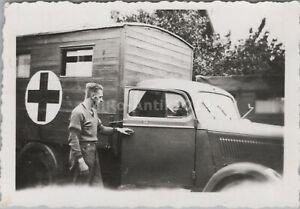 Foto, WK2, Lkw in der Seitenansicht mit Sanka Aufbau (N)50256