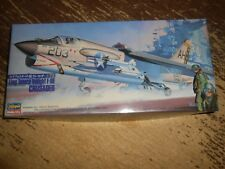 Hasegawa Vought F-8E Crusader Airplane Model Unstarted in Open Box 1/72