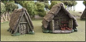 28MM DARK AGE 'POTTER & PEASANT HUTS' - PAINTED TO COLLECTORS STANDARD