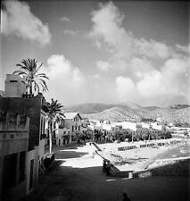 ESPAGNE c. 1955 - Maisons Petite Plage Sitges - Négatif 6 x 6 - Esp 232