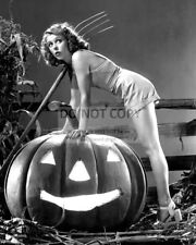 ACTRESS ANNE NAGEL PIN-UP - 8X10 HALLOWEEN THEMED PUBLICITY PHOTO PHOTO (AZ644)