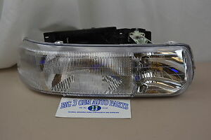 Chevrolet Silverado Tahoe Suburban RH Passenger Side Headlight new OEM 16526134