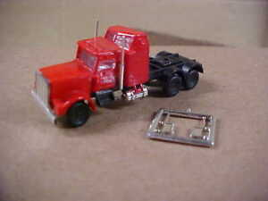 UNBRANDED N SCALE SEMI TRACTOR W / SLEEPER - RED   (NEW)