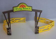 PLAYMOBIL (T2224) CENTRE EQUESTRE - Entrée Pony Ranch & 8 Barrières Jaunes 3775