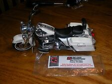 Die-Cast Promotions Harley Davidson Motorcycle Road King Pearl White 1:12 scale