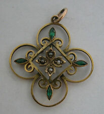 A FINE ANTIQUE LOVELY 9K GOLD PENDANT SET WITH 4 SEED PEARLS AND 4 GREEN STONES