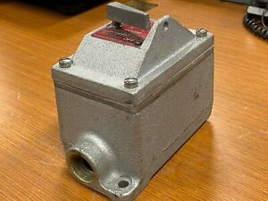 """👀 CROUSE HINDS 3/4"""" EXPLOSION PROOF SNAP SWITCH 120/277 VAC 20 AMP EDSC2129"""