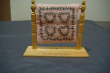 """NEW Enesco Patterns of Life """"THE HEART AND VINE QUILT"""" WITH WOODEN FRAME"""