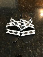 NWOT  Size 8 Urban Outfitters Black & White  Leather Woven Slide Sandals