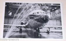 CP Photo AVIATION : Avion Caravelle en salle de douche