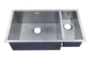 793 x 461mm 1.5 Bowl Handmade Stainless Steel Undermount Kitchen Sink (DS032L)
