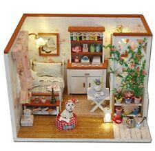 Fai DA TE casa delle bambole con mobili e gli accessori