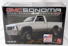 1:20 Scale 1993 GMC Sonoma High-Rider 4x4 Truck SLE Model Kit - AMT #1057/12