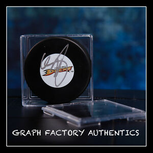 GFA Anaheim Ducks CHRIS PRONGER Signed NHL Logo Puck AD1 COA