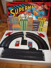 SUPERMAN -  Pista elettrica  con 2 macchinine incluse
