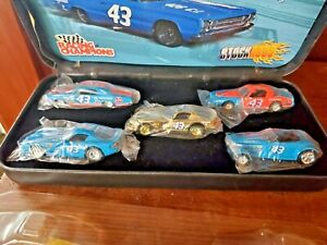 RACING CHAMPIONS 1/64 PLYMOUTH BY PETTY 5 CAR SET IN CASE  #2