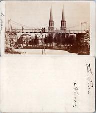 Belgique, Anvers, le parc, pont suspendu et vue sur l'église St. Joseph, St