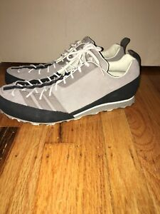 ADIDAS ADVENTURE MEN'S SNEAKERS SHOES SIZE 10 NEW.