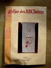 """Kit """"Cuisine rouge"""" de l'atelier des abécédaires (kit complet au point de croix)"""