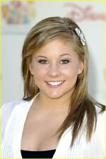 Shawn Johnson With Flower On The Head 8x10 Picture Celebrity Print