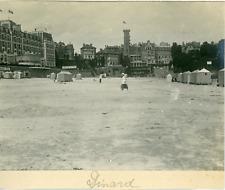 France, Dinard, Vue de la plage et des cabanes, ca.1910, Vintage Silver print Vi