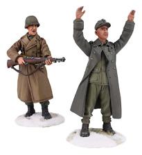BRITAINS WORLD WAR 2 ALLIES 25034 U.S. AIRBORNE WITH GERMAN PRISONER