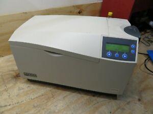 Fargo DTC525 ID Card Thermal Printer BADGE MAKER ( AS IS / PARTS REPAIR )